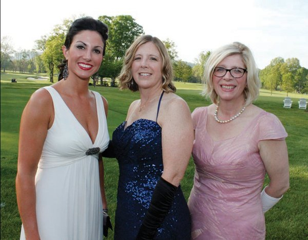 8298-2-St.LukesBall2012Ashley-Russo-Virginia-Oskin-and-Maggie-Stoneback.jpg.jpe