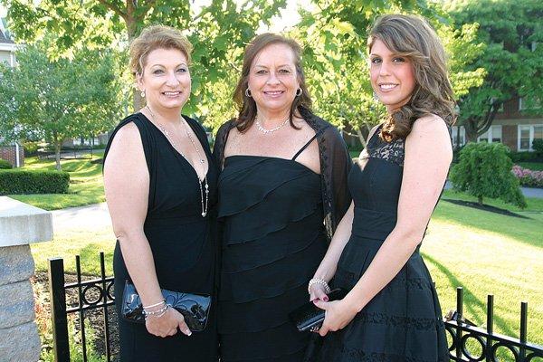 8669-Lori-Ofner-Linora-Gula-and-Rebecca-Troxell.jpg.jpe