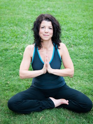 Teaching-yoga-in-the-grass.jpg.jpe