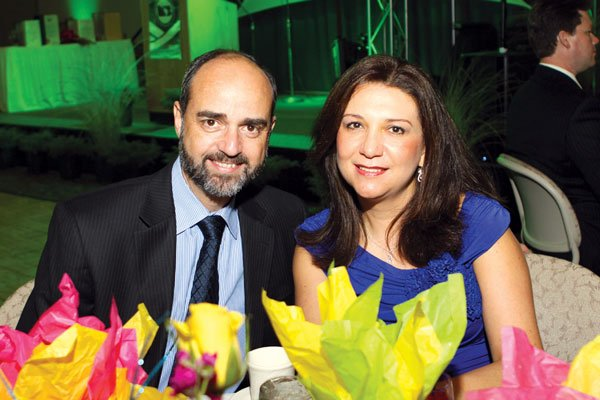 9917-Jose-Uribe-and-Maria-Erazo.jpg.jpe