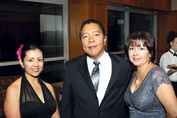 9910-Carol-Obando-Derstine-Jose-Molina-and-Susan-Molina.jpg.jpe