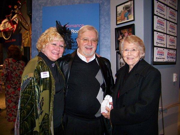 11083-Sheryl-Hawk-and-Bob-and-Dolly-Geschel.jpg.jpe