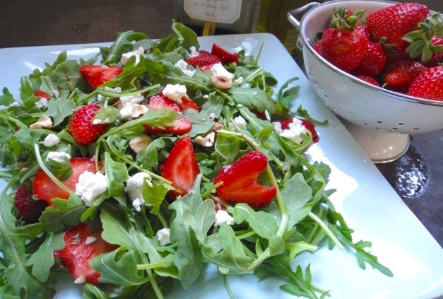 baked-eggs-waffle-sandwich-arugula-strawberry-salad-0031-e1307590925508-1.jpg.jpe