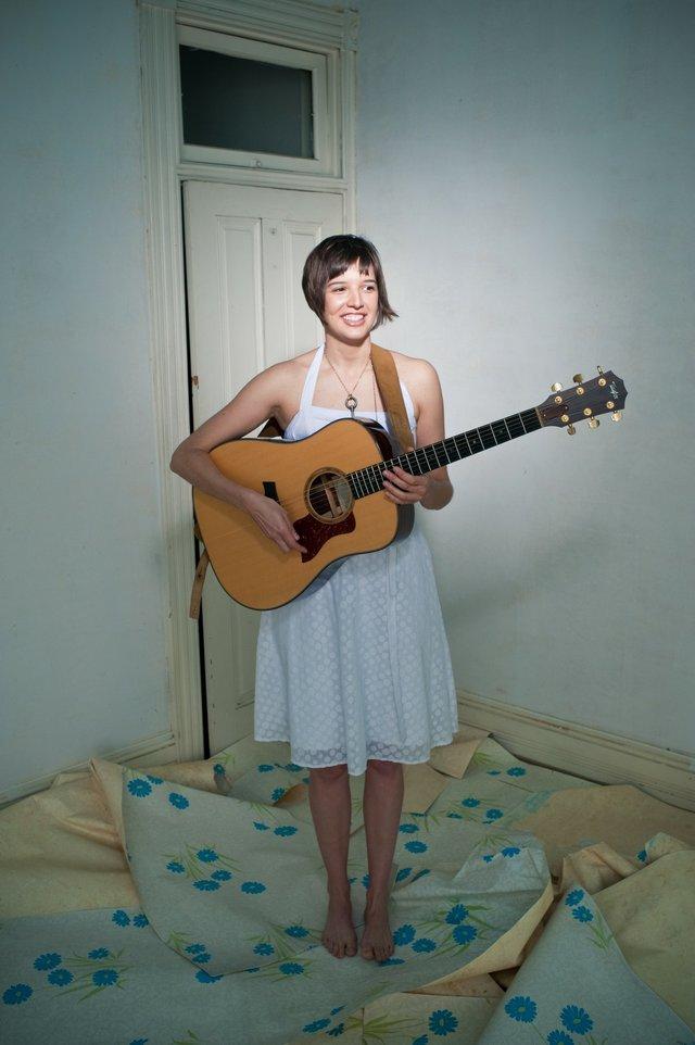 imagesevents8142hires_ellen_cherry_2010_promo_acoustic_guitar-jpg.jpe