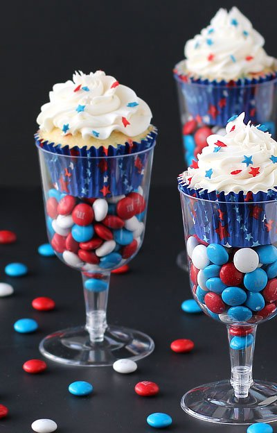 4th-july-cupcakes-wine-glass-champagne-flute-cupcake.jpg