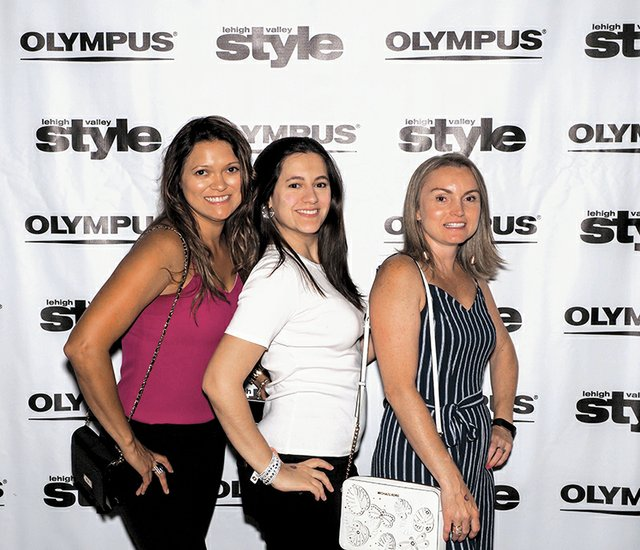 Luciane Vaz, Isabel Esteves and Juliana Pinheiro.jpg