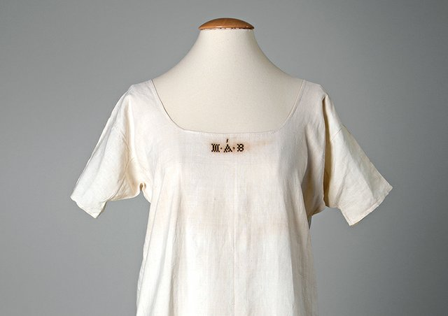 Chemise, c. 1800 From the Collection of NCHGS