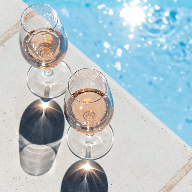 poolside-rose-wineglasses-web.jpg